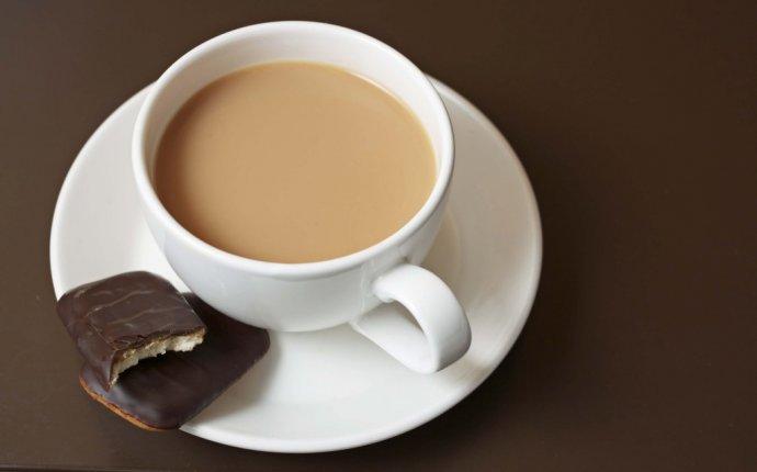 Как правильно приготовить черный чай с молоком?